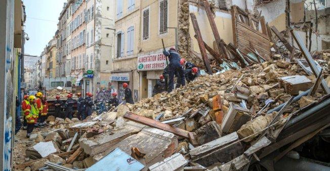 Fransada çökən binaların altından 6 cəsəd tapılıb - VİDEO