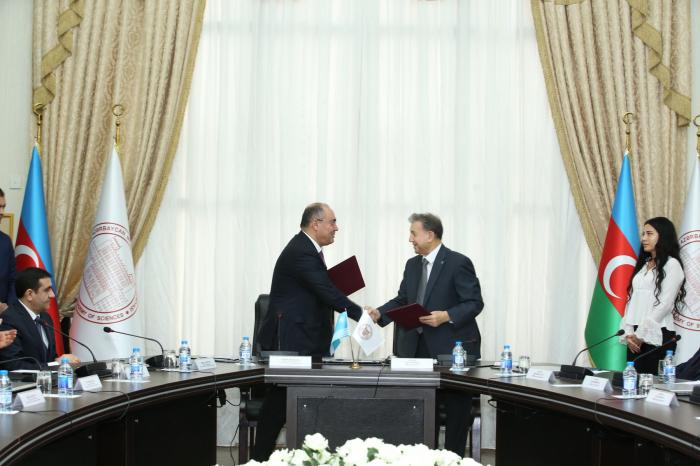 Komitə AMEA ilə memorandum imzaladı