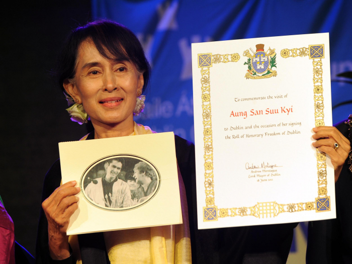Amnesty strips Aung San Suu Kyi of human rights award for