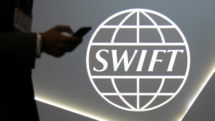 SWIFT suspende el acceso a su sistema a varios bancos iraníes