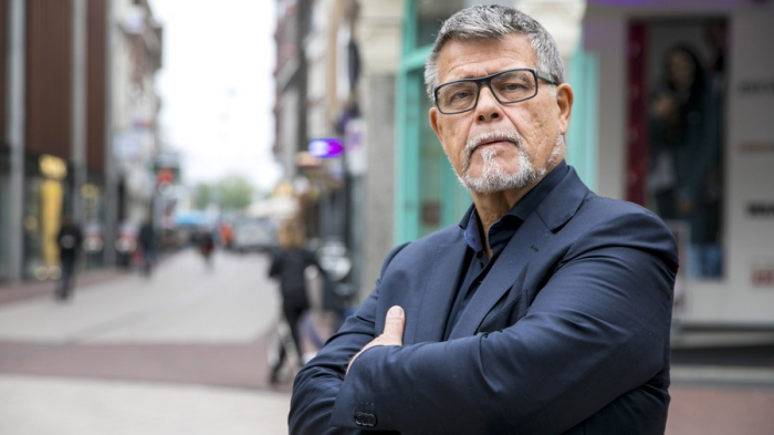 69yo man fights to legally change his age... for more Tinder dates