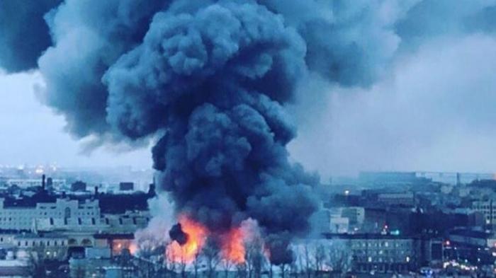 Rusiyada ticarət mərkəzində yanğın: 800 nəfər təxliyə edildi