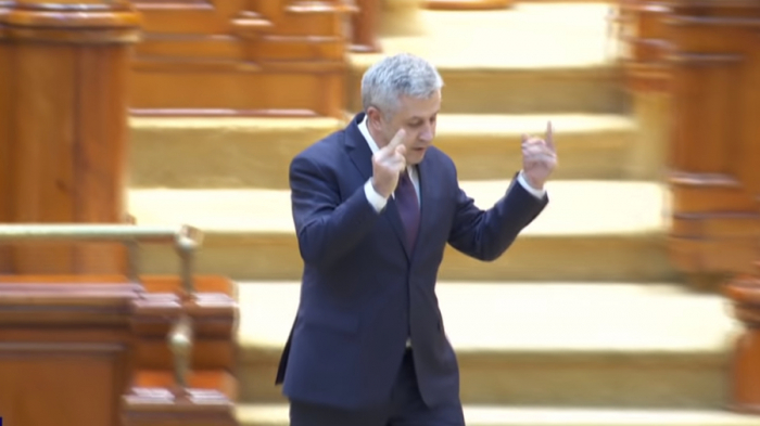 Top Romanian official slams union, makes 'offensive gestures' -VIDEO