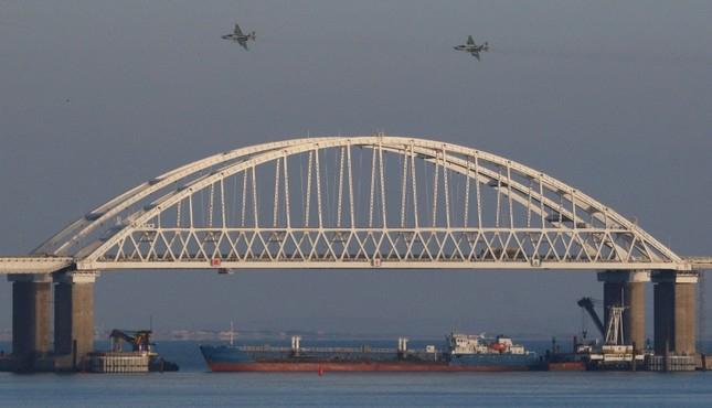 Poroshenko calls for NATO ships in Azov Sea amid