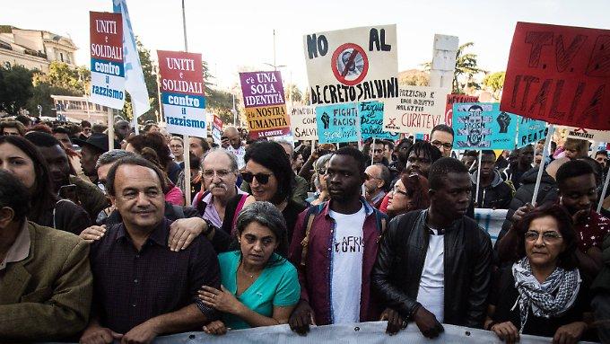 Italiener protestieren gegen Salvini-Dekret