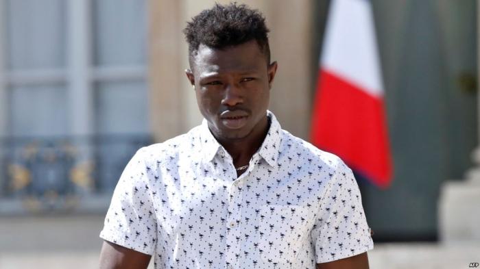 France: Mamoudou Gassama reçoit son décret de naturalisation