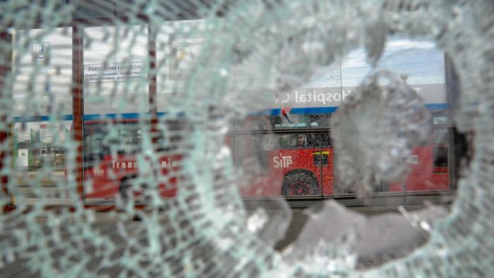 Enfrentamientos con la policía y actos vandálicos sumen en Bogotá