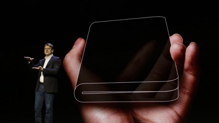 Samsung presenta un revolucionario móvil con una pantalla plegable e irrompible