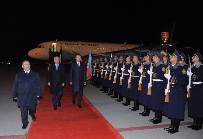 Primer ministro eslovaco llega a Azerbaiyán