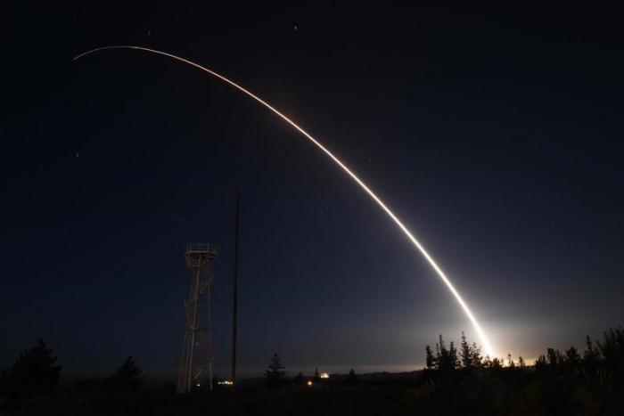"""ABŞ """"Minuteman III"""" ballistik raketini sınaqdan keçirdi"""