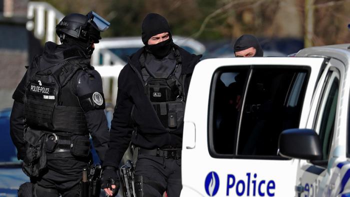 """Bélgica: Un hombre armado con cuchillo ataca a un policía en Bruselas al grito de """"Allahu akbar"""""""