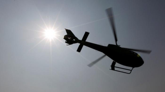 Un helicóptero bombardero de agua se estrella mientras combate un incendio forestal en Australia