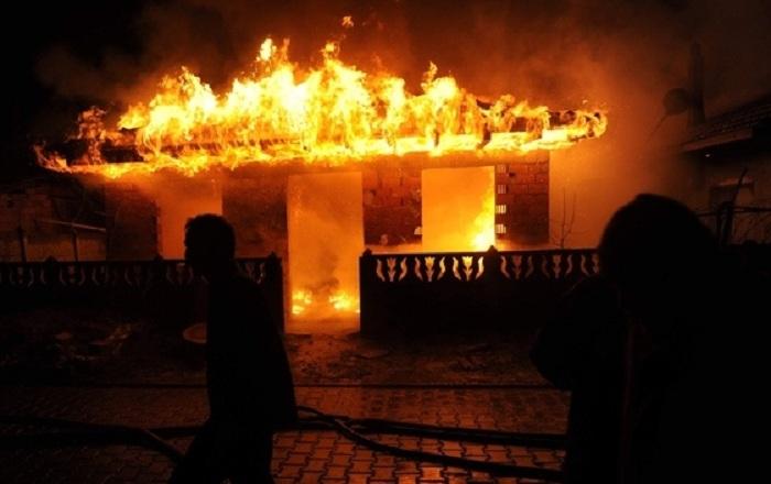 Masallı sakini 2 evi, 1 maşını qəsdən yandırıb