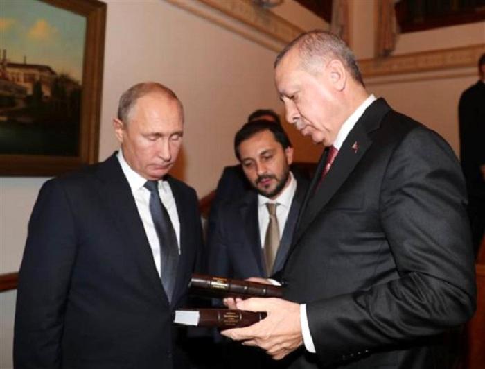 Ərdoğan Putinə kitab hədiyyə etdi - FOTO
