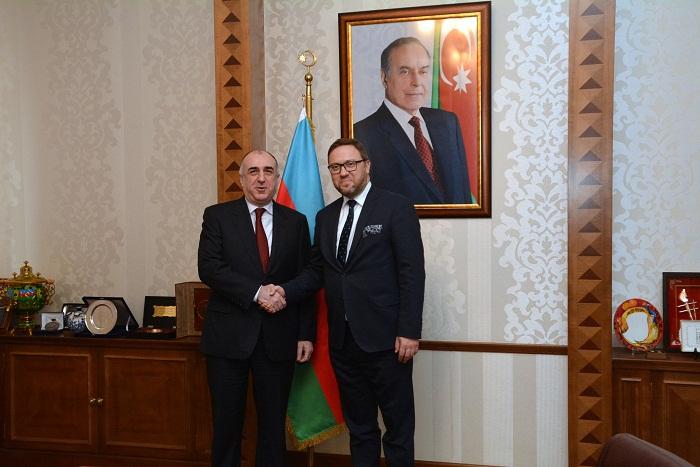Vicecanciller polaco viene a Azerbaiyán