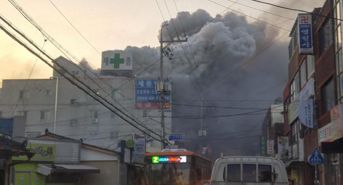 مقتل 7 أشخاص وإصابة 20 جراء حريق بمبنى في سيئول
