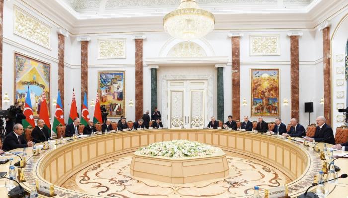 لقاء موسع بين الرئيسين الأذربيجاني والبيلاروسي