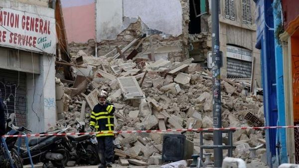 Suben a 5 los muertos por derrumbe de dos edificios en Francia