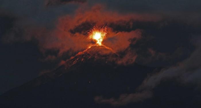 Guatemala declara la alerta roja por incremento de la fase eruptiva del volcán de Fuego