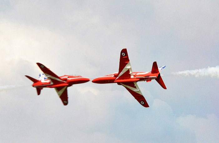 One dead after 2 planes collide mid-air in Ottawa