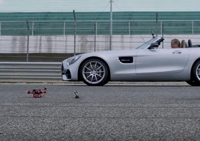 La carrera del siglo: un Mercedes reta a un dron de carreras