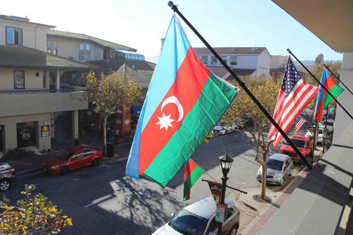 Kaliforniyanın Monterey şəhəri Azərbaycan bayrağı ilə bəzədildi - VİDEO