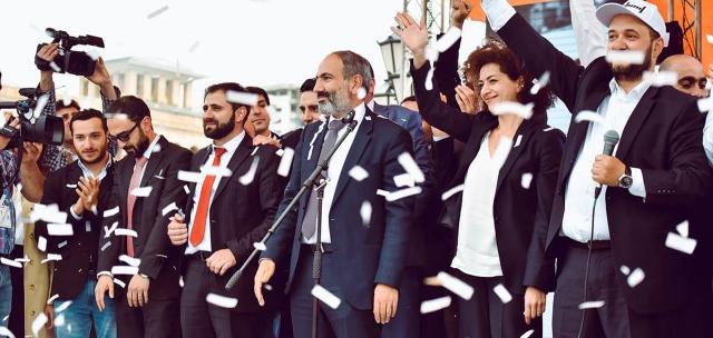 El ex gerente del Gobierno acusó al partido de Pashinián de dictadura