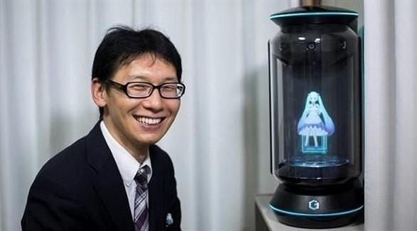 ياباني يتزوج مجسم هولوغرام في زفاف بـ2 مليون ين