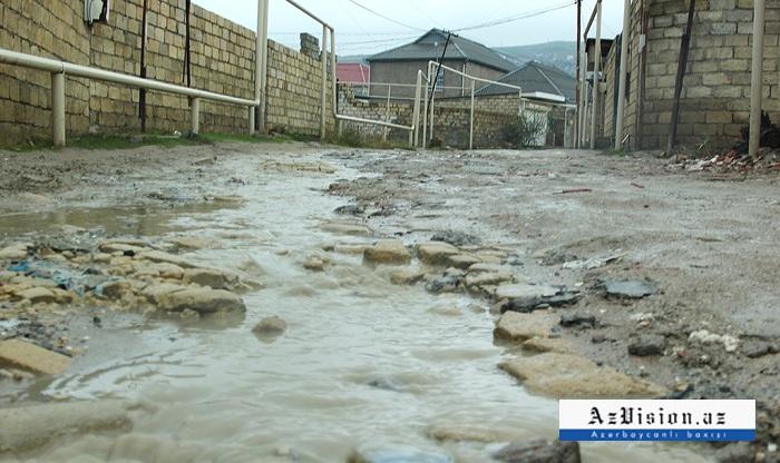 Astarada həyətləri su basdı - 21 nəfər xilas edildi