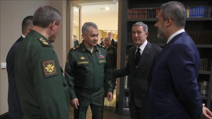 Les ministres de la Défense turc et russe s