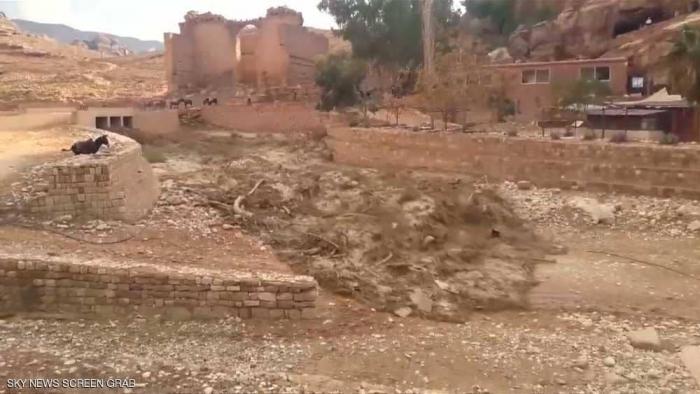 قصة مؤثرة لأسرة أردنية منكوبة جرفتها السيول
