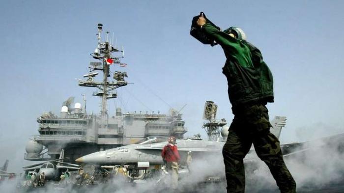 قائد بالحرس الثوري يكشف عما دفع واشنطن لإبعاد طائراتها الحربية عن المنطقة