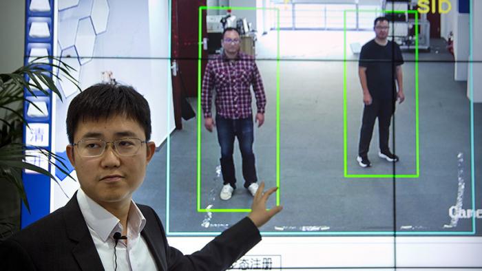 Crean un sistema de vigilancia capaz de identificar a las personas por su manera de andar