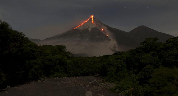 La erupción del volcán de Fuego en Guatemala sigue en aumento