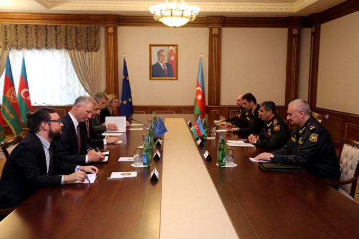 Le ministre azerbaïdjanais de la Défense rencontre le représentant spécial de l