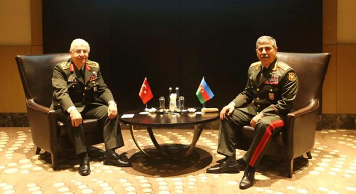 Zakir Hasanov se ha reunido con el General de Ejército turco