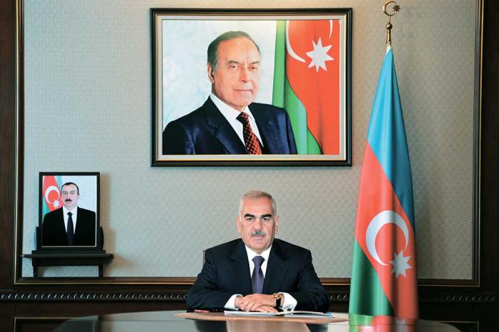 Vasif Talıbov müəllimləri təbrik edib