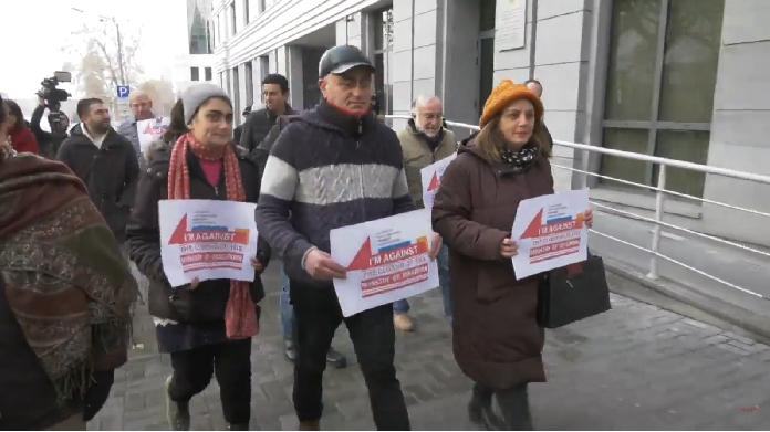 Erməni diasporu Paşinyana qarşı – Etiraz aksiyası və şikayətlər