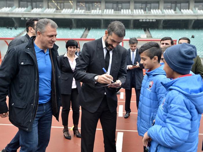 Əfsanəvi fransalı futbolçu Bakıda - FOTO