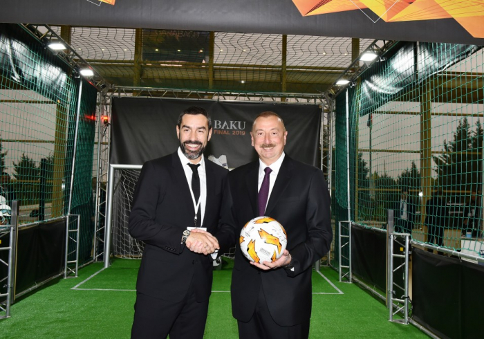 İlham Əliyev məşhur futbolçu ilə görüşdü - FOTO
