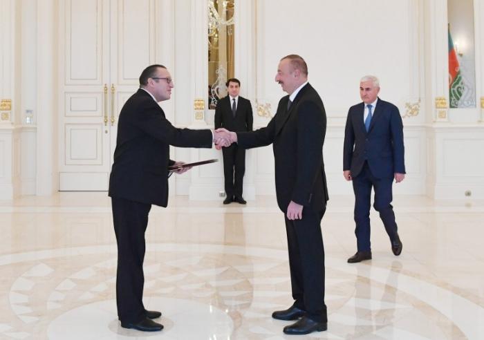 Ilham Aliyev recibió las cartas credenciales-Fotos