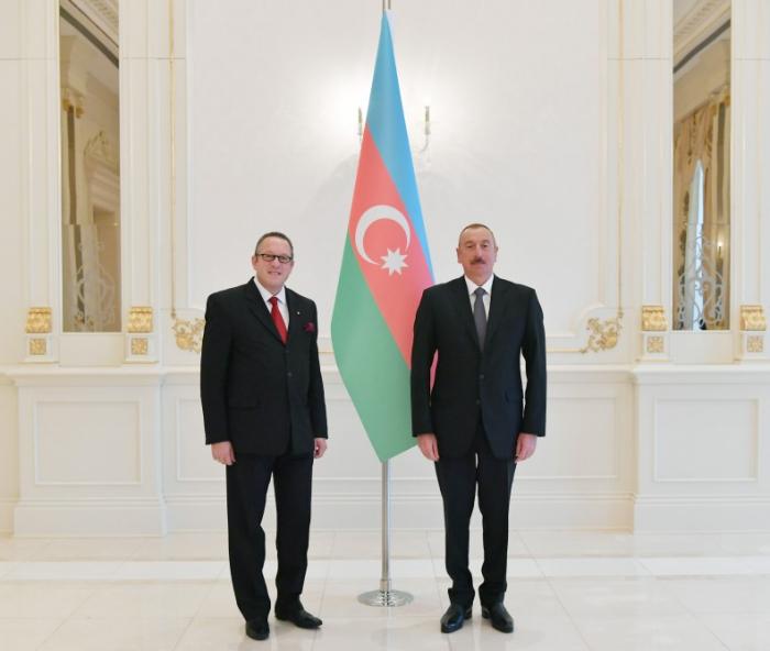 Präsident Ilham Aliyev empfängt österreichischen Botschafter zur Entgegennahme seines Beglaubigungsschreibens