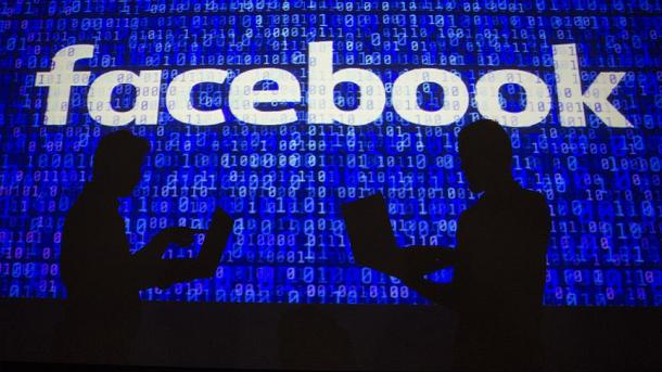 Facebook batalla por controlar la conversación de millones de personas