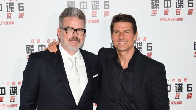 Tom Cruise gives lesson in TV settings and