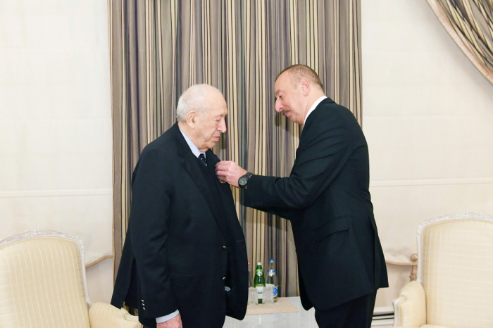 "President Ilham Aliyev presents ""Labor"" Order 1st Class to People's Artist Tahir Salahov"