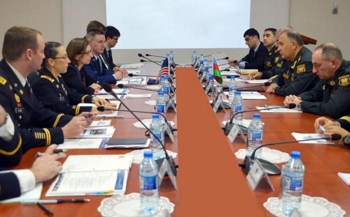 Azerbaiyán y EEUU celebran consultas militares