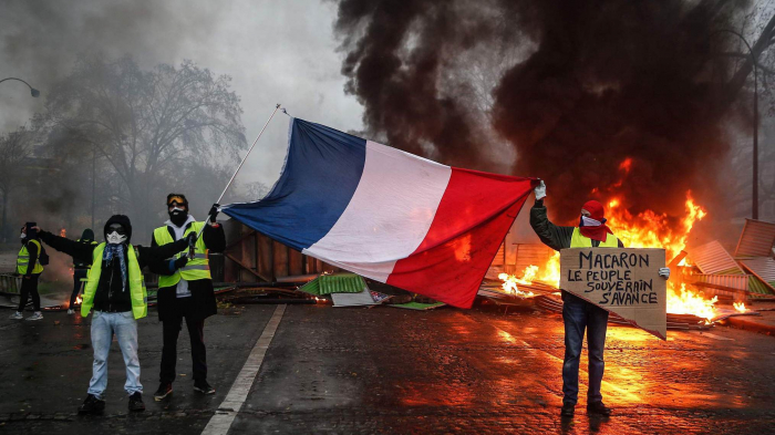 Will the yellow vests reject the brown shirts? - OPINION