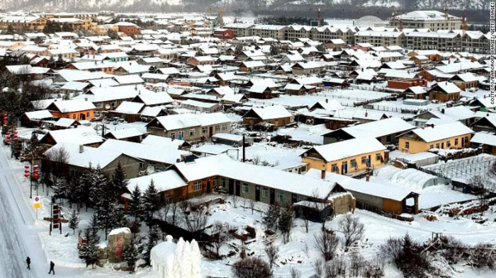 Extreme cold weather turns hot water into ice in China