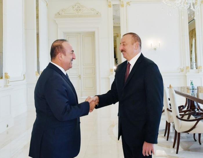 Le président Aliyev reçoit le chef de la diplomatie turque