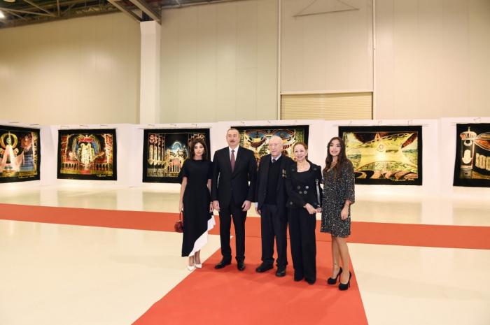 Le président Aliyev visite l'exposition consacrée au 90e anniversaire de Tahir Salahov